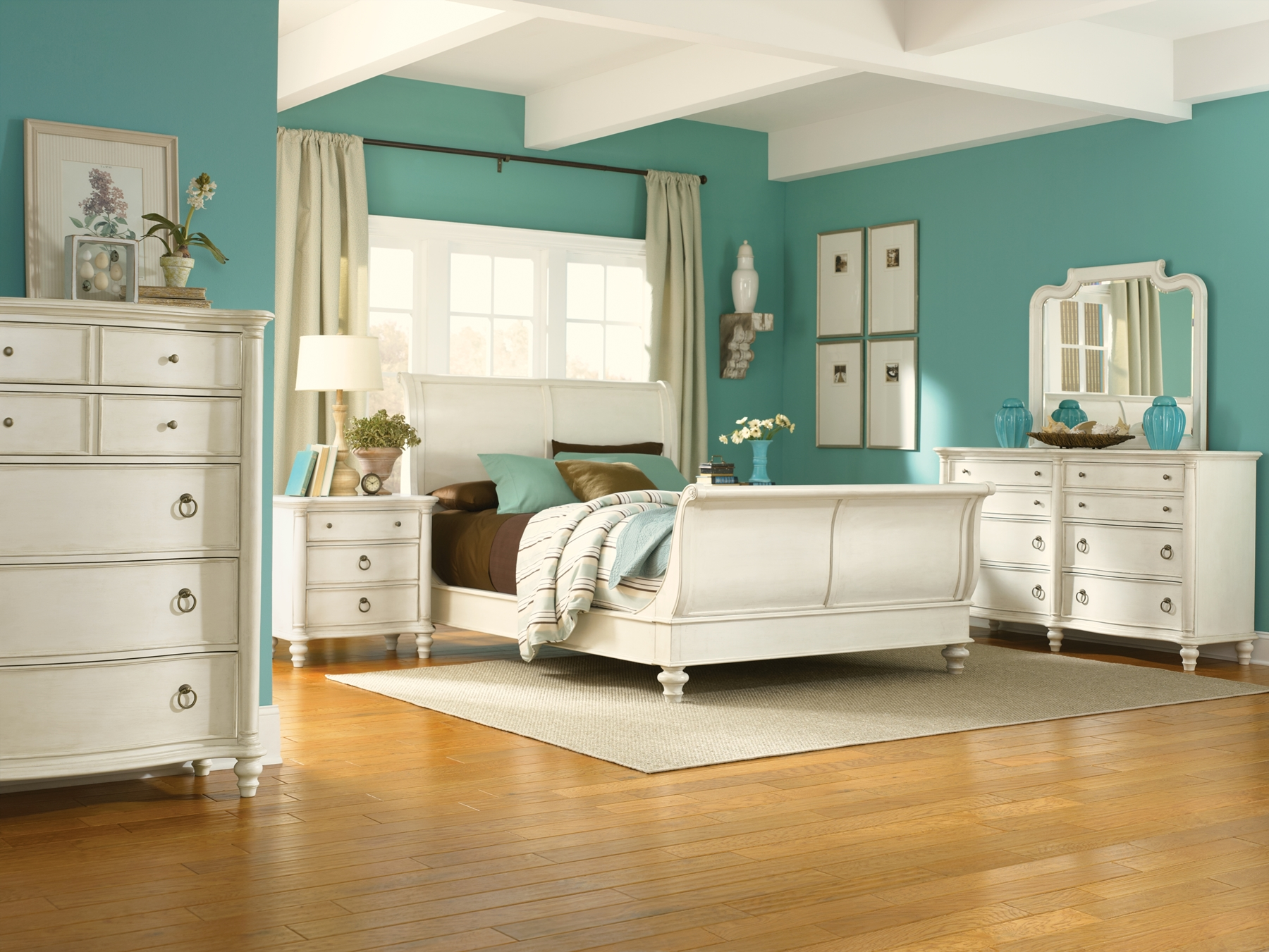Furniture > Bedroom Furniture > Bedroom Set > White Sleigh Bedroom Set