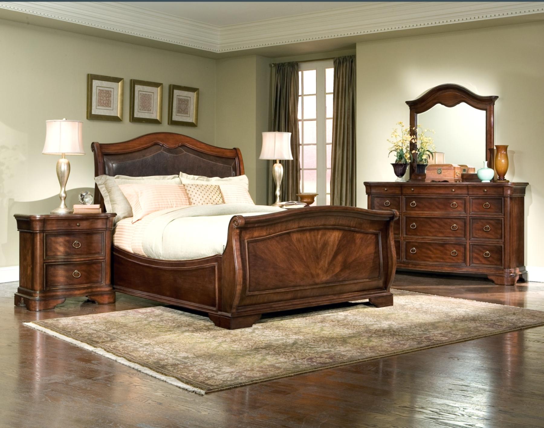 Furniture > Bedroom Furniture > Leather > Heritage Court Leather